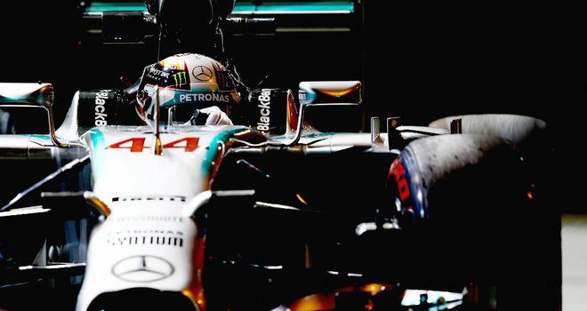 Lewis-Hamilton-up-close_3206452